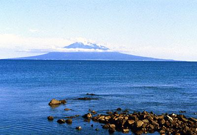 http://www.alternative-tourism.com/Japan/Tourism/Natural_places/Hokkaido/Dohoku/Rishiri/Rishiri@Rebun.jpg